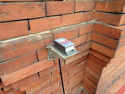 Sensor de monitorización de Auscultia colocado en edificio